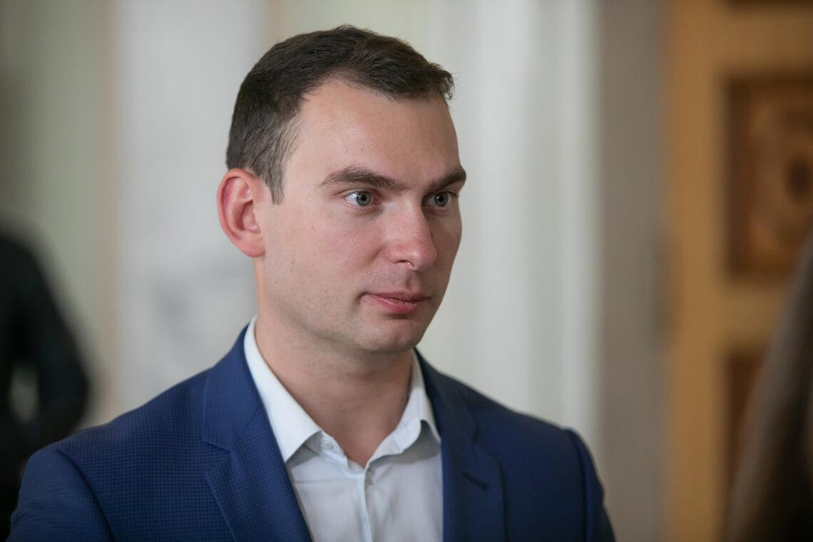 Додаткові гроші мажоритарникам, а не лікарням: Ярослав Железняк про абсурдні пріоритети влади